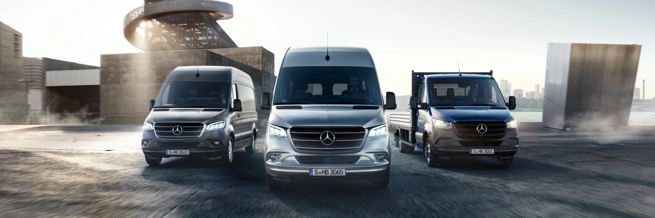 На зображенні асортимент серії з новим Sprinter, Vito і Citan у кадрі.
